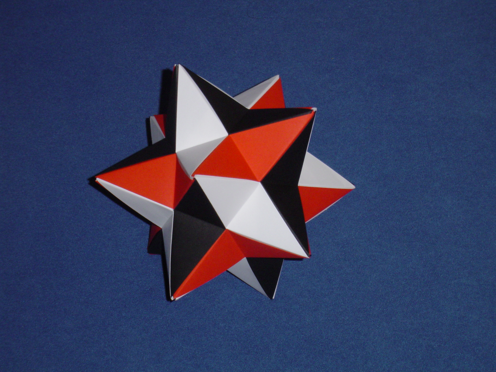 Modular Origami - spiky balls and stellated polyhedra models ... | 480x640